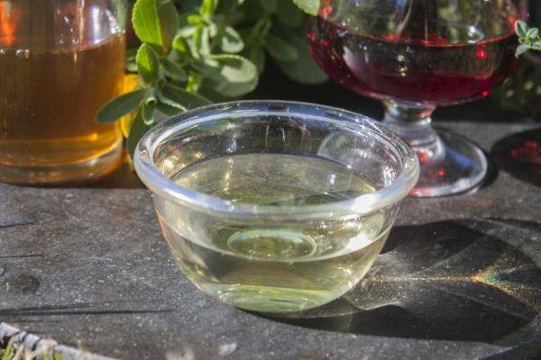 Pulire i vetri senza aloni con l'aceto bianco