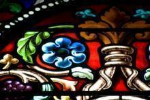 Vetrata artistica con motivi floreali