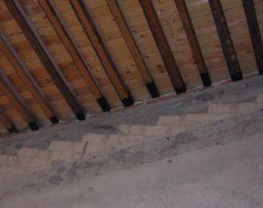 struttura in legno non spingente e cordolo perimetrale