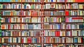 Come disporre i libri nella libreria