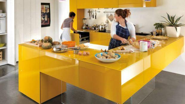 Basi sospese in cucina e nel living for Cei arredamenti torino