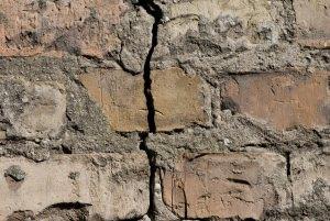 Presenza di crepe nelle murature ristrutturare casa a roma - Tracce su muri portanti ...