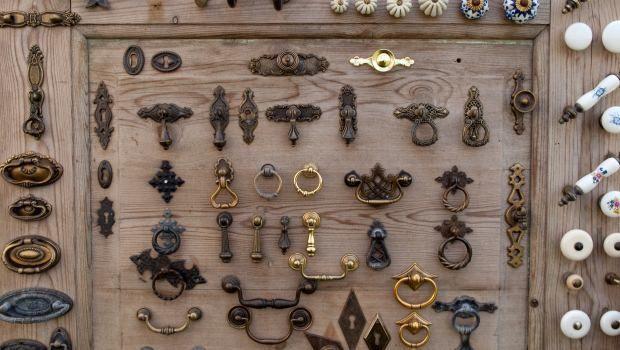 Pulizia accessori mobili antichi for Mobili 13 casa
