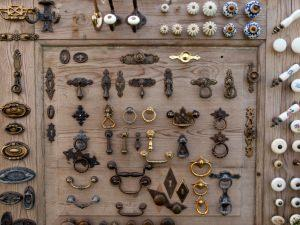Maniglie di mobili antichi