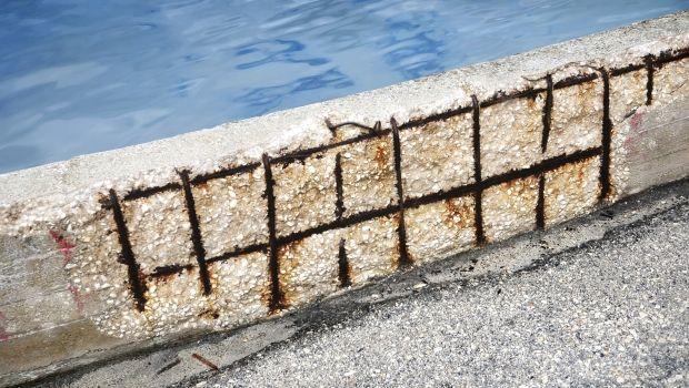 Degrado del cemento armato in prossimità del mare