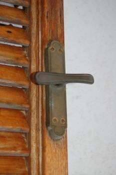 Il recupero degli infissi in legno:un particolare del degrado superficiale
