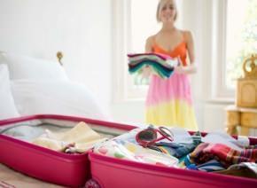 preparazione di una valigia prima delle vacanze