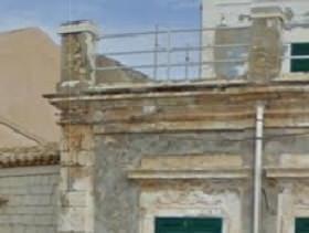 effetti della erosione di vento e sabbia anche su altri parti di una struttura edilizia