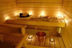 Interno di sauna illuminata