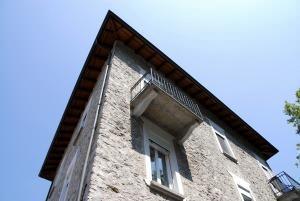 ombra su una finestra