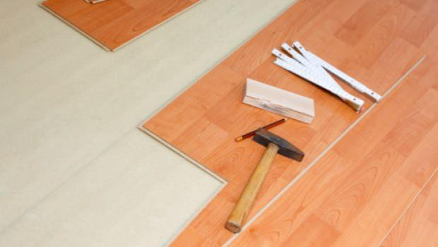 Sostituzione dei pavimenti con il metodo a secco