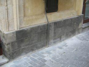 zoccolatura in pietra asfaltica