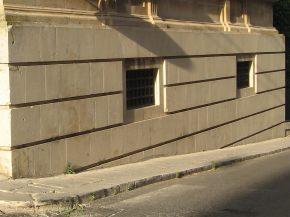 zoccolatura di pregio in un edificio storico