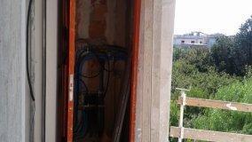 Locale tecnico sul balcone