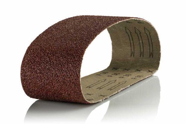 Riverniciare persiane in legno: carta vetrata