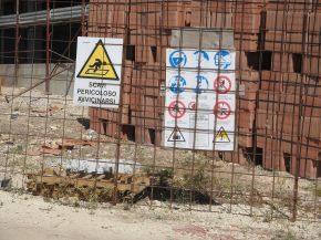 recinzione di cantiere e cartellonistica