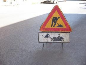 segnale di lavori in corso per lavori privati su tratto stradale