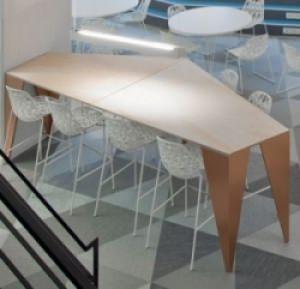 Ristrutturare e trasformare un tavolo: una composizione particolare