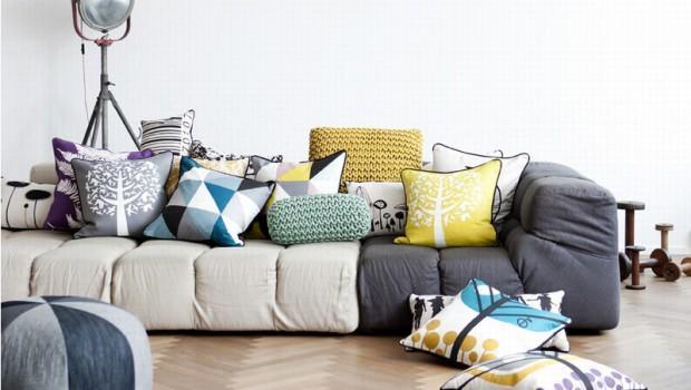 Arredare con i cuscini - Ricoprire un divano ...