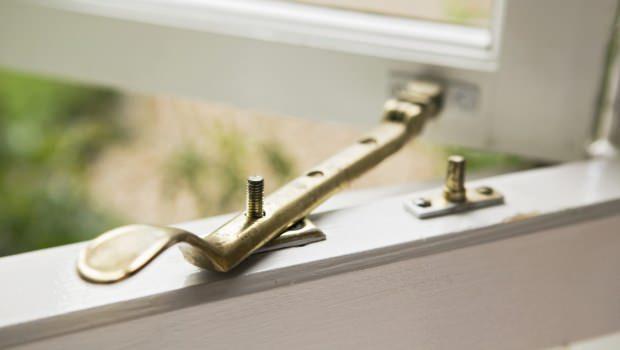 Manutenzione ferramenta infissi for Ferma finestre