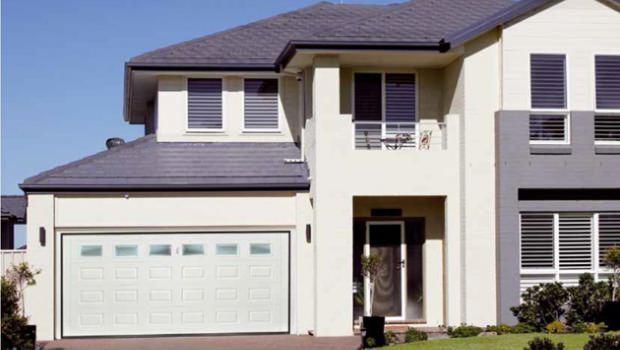Dispositivi di chiusura per box e garage for Casa con garage laterale