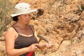 studio delle caratteristiche di un terreno da parte di un geologo