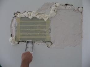 completamento della sigillatura a muro con malta cementizia