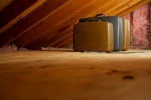 Botole e scale per l 39 accesso al solaio for Arredare sottotetto basso