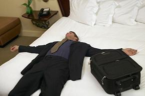 riposare in un materasso di una camera di albergo