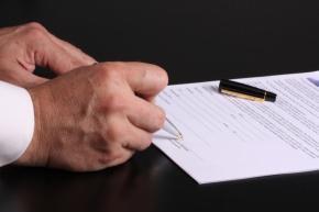 firma di un atto di trasferimento di un bene immobiliare