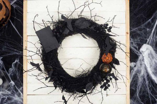 Ghirlanda nera come addobbo di Halloween