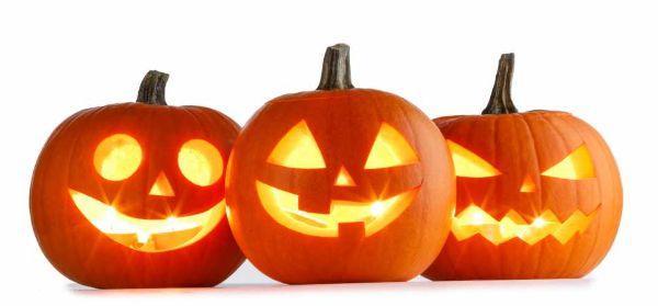 Zucche come contenitori per candela ad Halloween