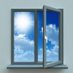 Raggi solari su finestra