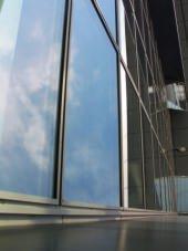 Finestra con vetro osurato