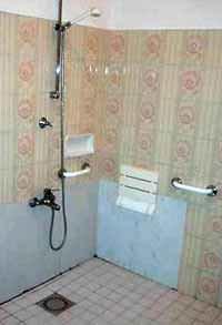 Un vano doccia adeguato per disabile