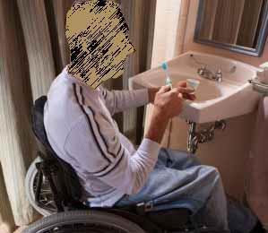 Un lavabo provvisto di scarico a parete