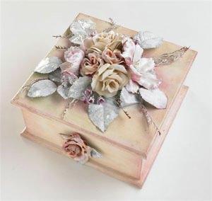 Scatola con fiori porcellanati effetto Capodimonte - Lucia Piazza