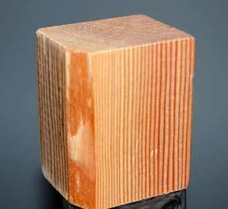 Un particolare della venatura del cedro