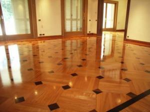 Manutenzione pavimento in legno con cera