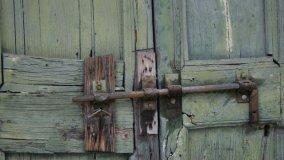 Recupero di porte molto rovinate