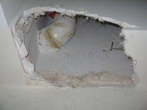 particolare tubo di scarico posto nel vano tecnico delimitato dalla veletta in cartongesso