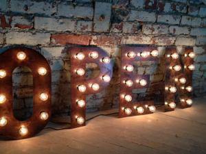 WestVintageTradingCo, lettere luminose