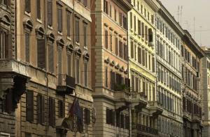 strada con abitazioni
