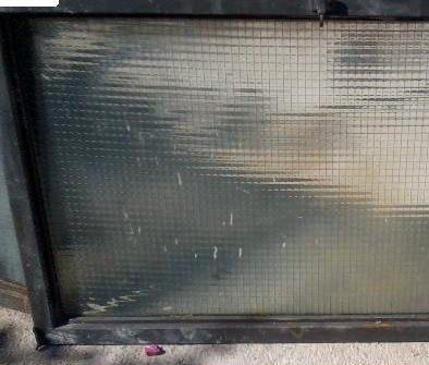 Un pannello per esterno con vetro retinato