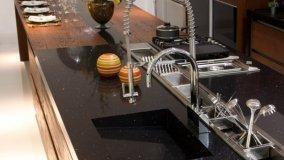 Manutenzione piano lavoro in cucina