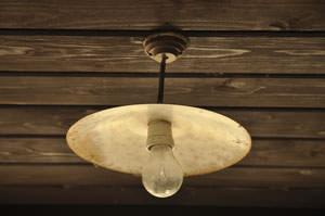 Perline in legno sul soffitto