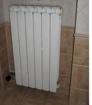 Un termosifone installato in nicchia