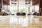 Pavimento in marmo in un grande living