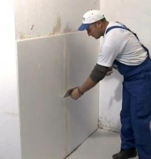 Il rivestimento di una parete fredda con Depron