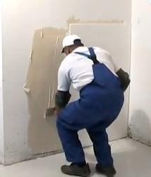 L'applicazione di pannelli Depron con collante su parete